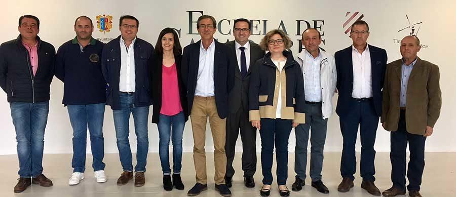 Ayuntamiento y Cooperativa Vinícola del Carmen presentan en Escuela de Catadores el I Concurso de Diseño de Etiquetas